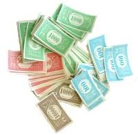 Vuole pagare l'erba con i soldi del Monopoli, gli spacciatori lo picchiano